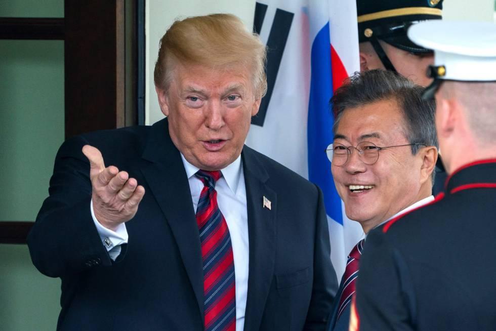 Donald Trump, este martes en la Casa Blanca junto al presidente surcoreano, Moon Jae-in.