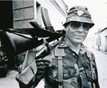 Benedicto Lucas, durante una visita a los frentes en 1981.