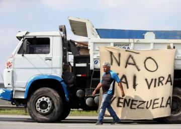 El Gobierno brasileño se rinde ante los camioneros para poner fin a una huelga masiva
