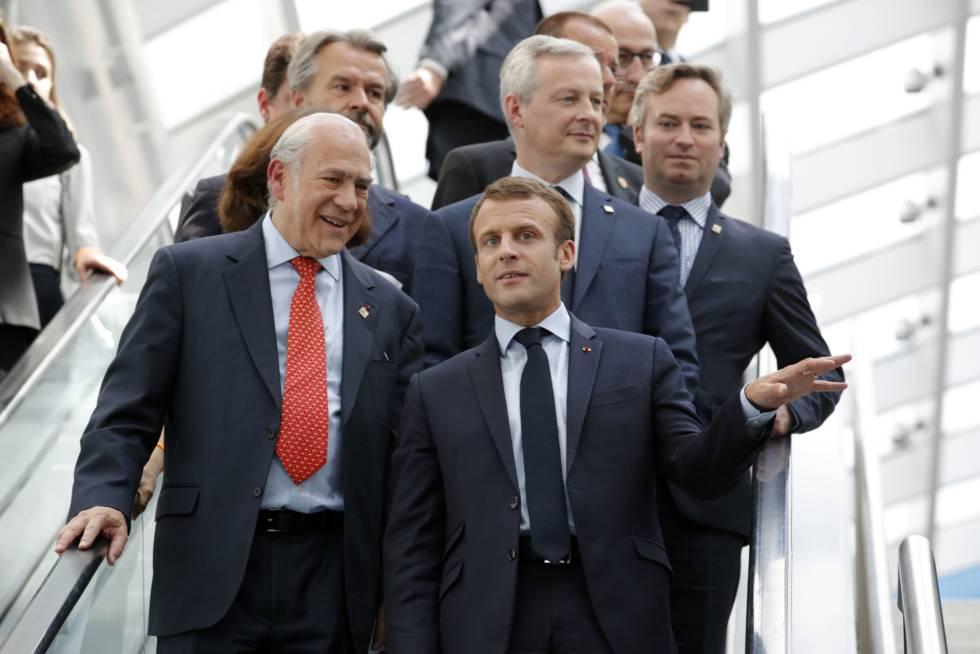 El presidente francés, Emmanuel Macron, y el secretario general de la OCDE, Ángel Gurría