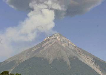 Le volcan de feu éclate au Guatemala