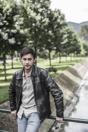 El periodista Aitor Sáez, en el Parque El Virrey de Bogotá.