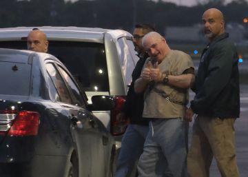 El expresidente de Panamá, Ricardo Martinelli, en el aeropuerto de Miami.