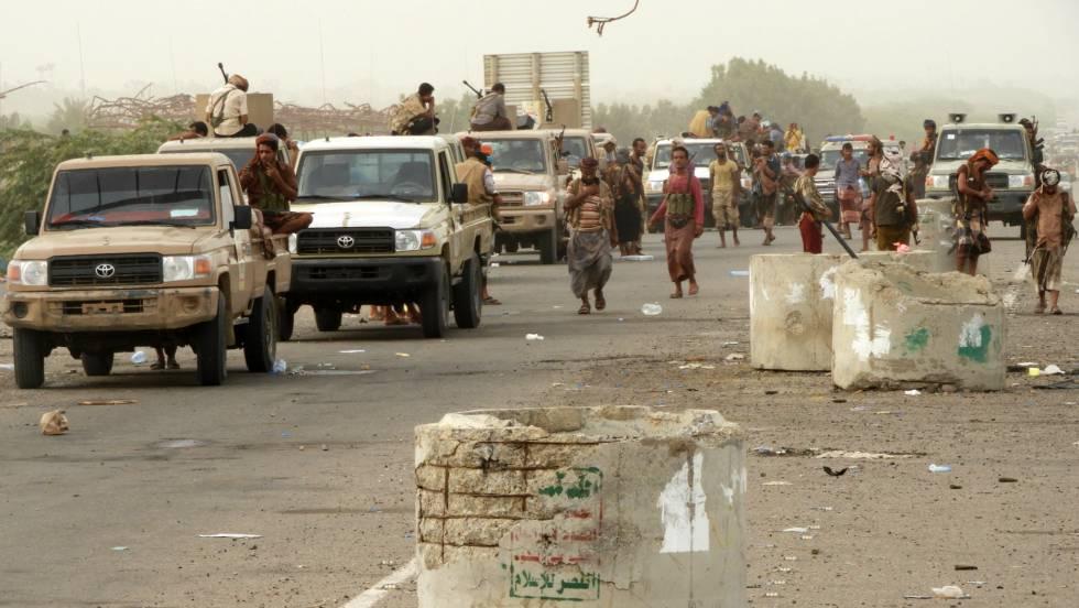 Fuerzas de la coalición árabe a pocos kilómetros de Hodeida, el miércoles.rn rn