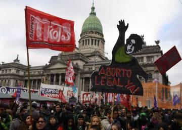 Argentina vota dividida la despenalización del aborto