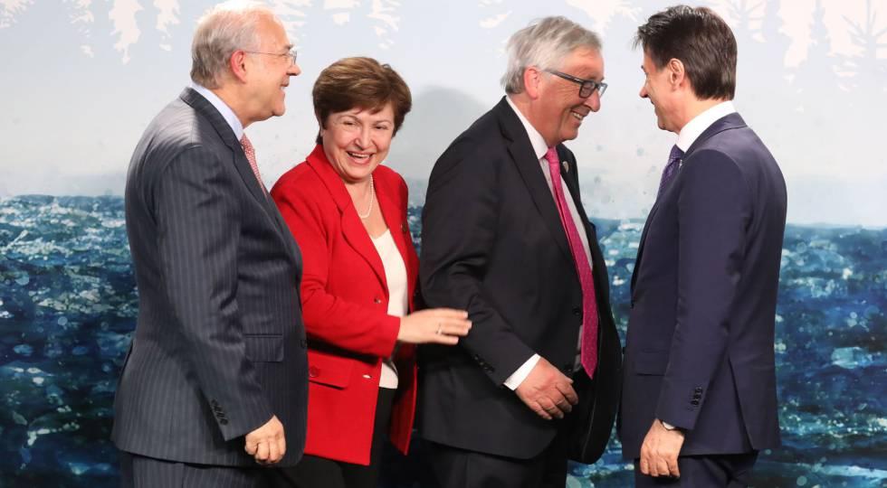 De izquierda a derecha, el secretario general de la OCDE, Ángel Gurría; la presidenta del Banco Mundial, Kristalina Georgieva; el presidente de la Comisión Europea, Jean-Claude Juncker y el primer ministro italiano, Giuseppe Conte, en la cumbre del G7 celebrada en Canadá.