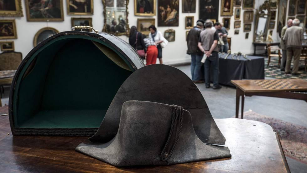15ad78a575f5a Subastado por 350.000 euros un sombrero que Napoleón perdió en Waterloo