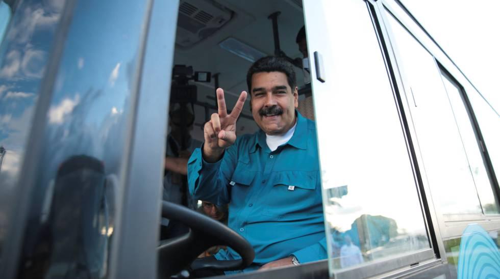 El presidente de Venezuela, Nicolás Maduro, durante la inauguración de una nueva ruta de transporte público en Caracas el pasado martes.