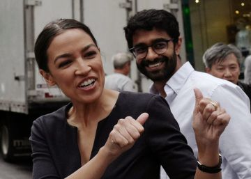 Merkel y Ocasio-Cortez, doble retrato de un 'establishment' que se derrumba