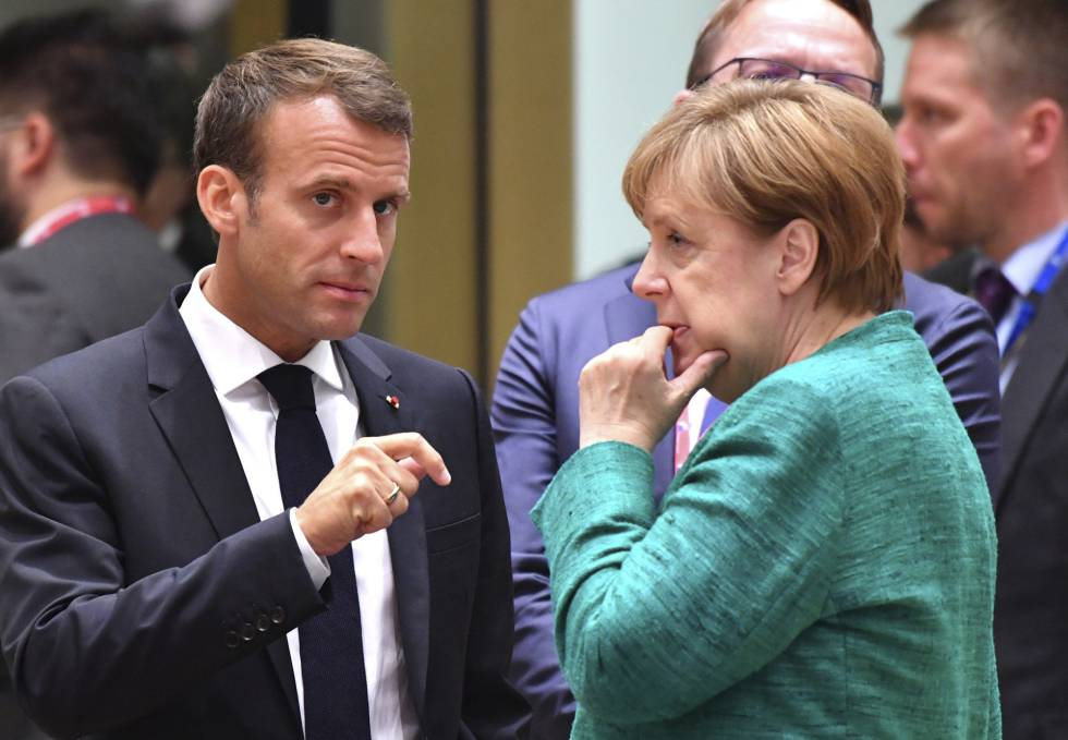 Emmanuel Macron y Angela Merkel en la cumbre europea en Bruselas, este viernes.