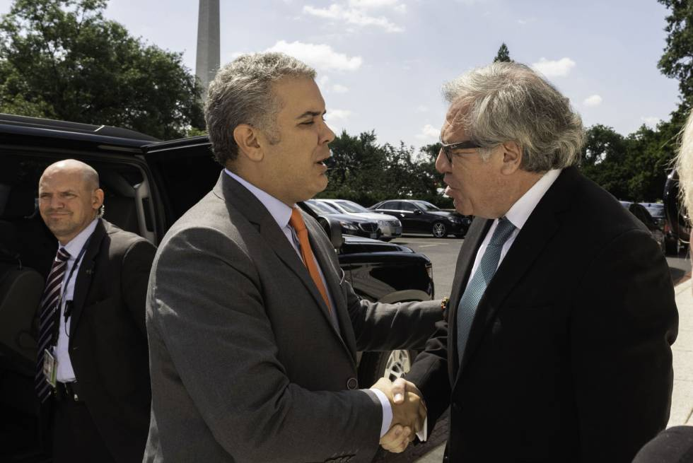Iván Duque con el secretario general de la OEA, Luis Almagro, en Washington.