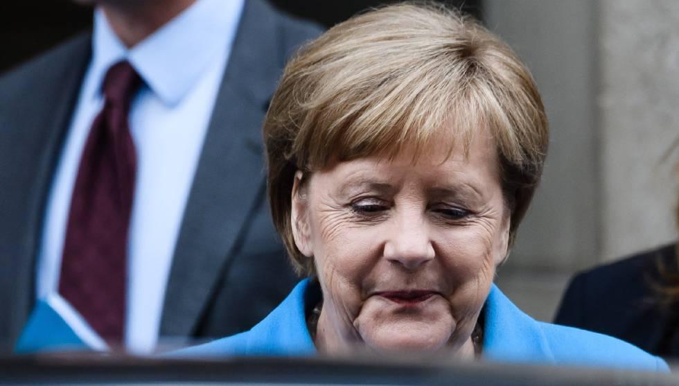 Angela Merkel, después de grabar una entrevista en televisión, este domingo en Berlín.