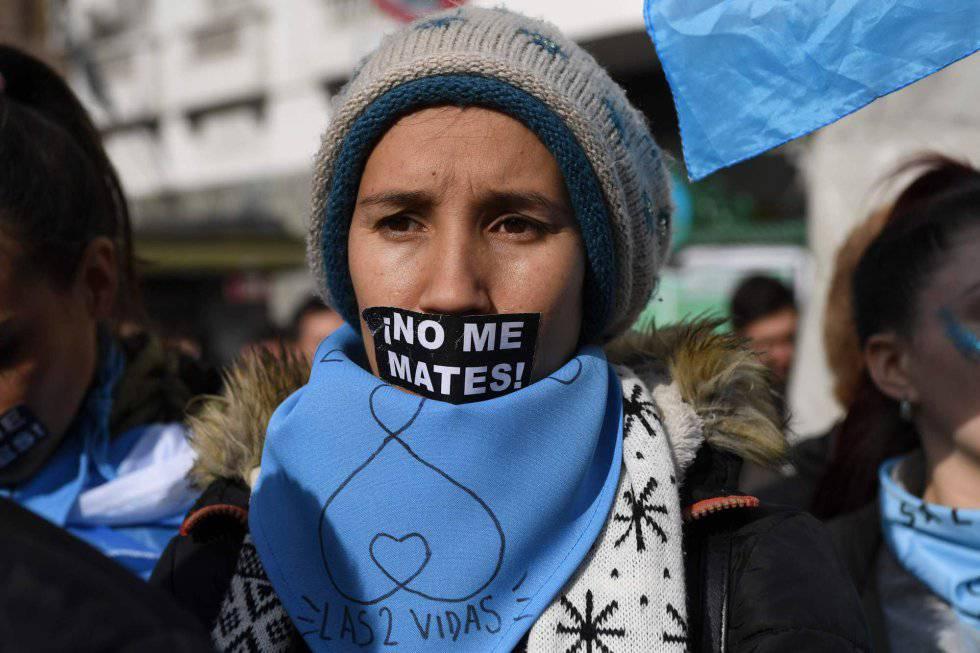 Una manifestante contra el aborto, el pasado 15 de junio en Buenos Aires.