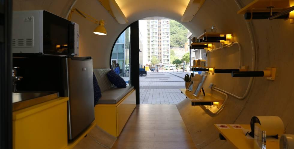 Interior de un prototipo de casa tubería.