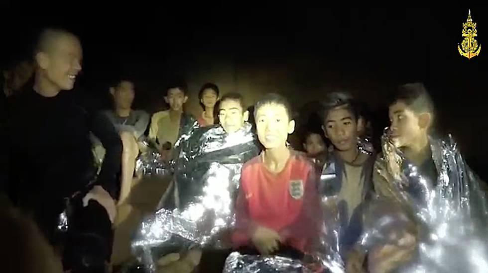 Os garotos bloqueados na caverna
