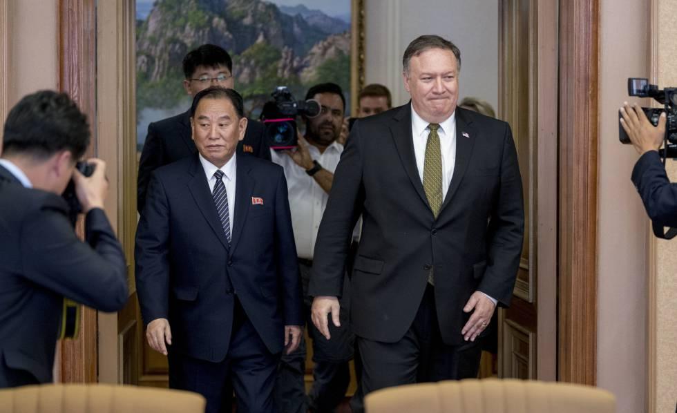 El secretario de Estado de EE UU, Mike Pompeo (derecha), en Pyongyang este sábado durante la cumbre bilateral con Corea del Norte.