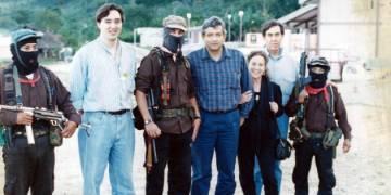 López Obrador en 1994 cuando era candidato a gobernador de Tabasco junto al subcomandante Marcos y Cuauhtémoc Cárdenas