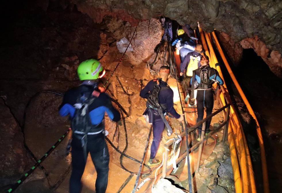 Los militares tailandeses durante el rescate.