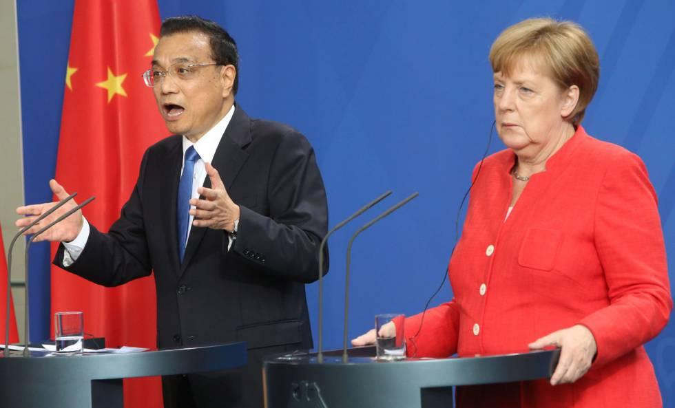 Li Keqiang y Angela Merkel este viernes en Berlín.
