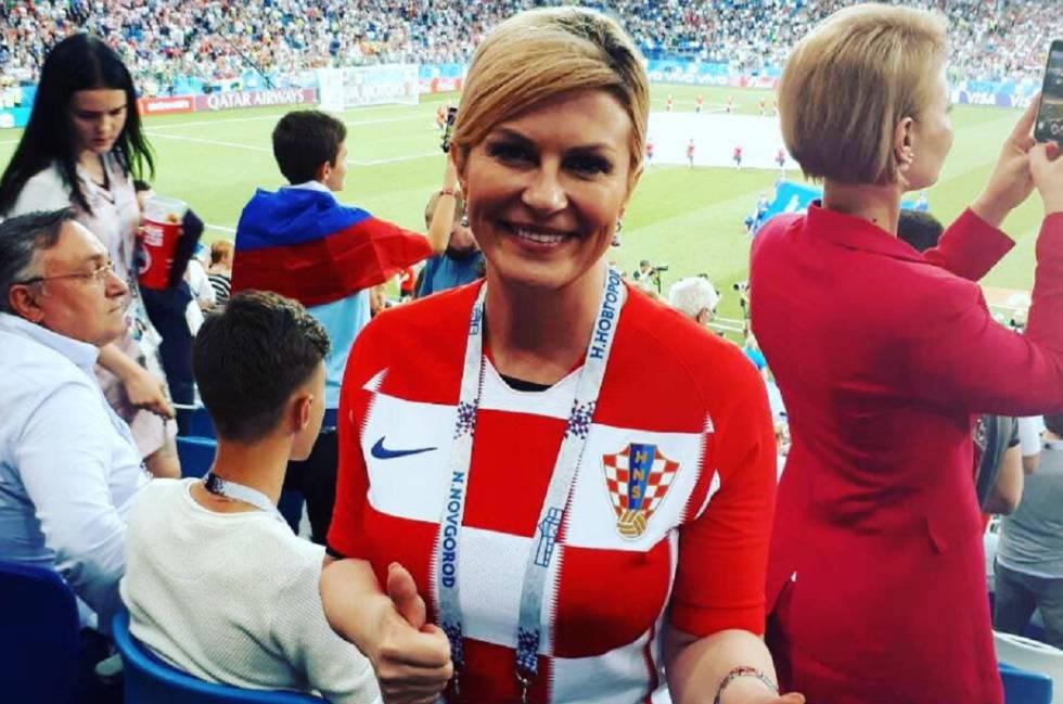 La Presidenta De Croacia Kolinda Grabar Kitarovic Con La Camiseta Croata Durante Uno