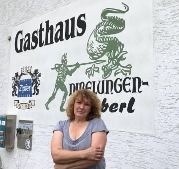 Barbara Auer, propietaria de una típica casa de comidas.