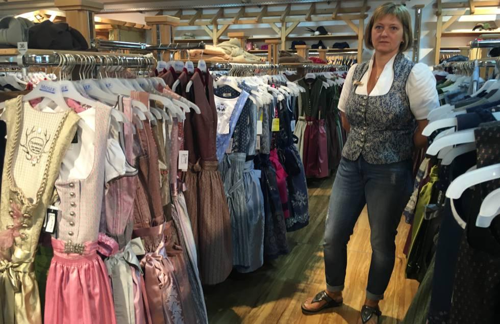 Dagmar Eiberger, en su tienda de trajes tradicionales.