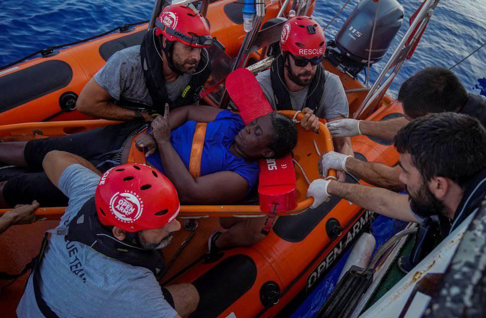 El jugador de baloncesto Marc Gasol participa en el rescate de una mujer encontrada con vida en el Mediterráneo.