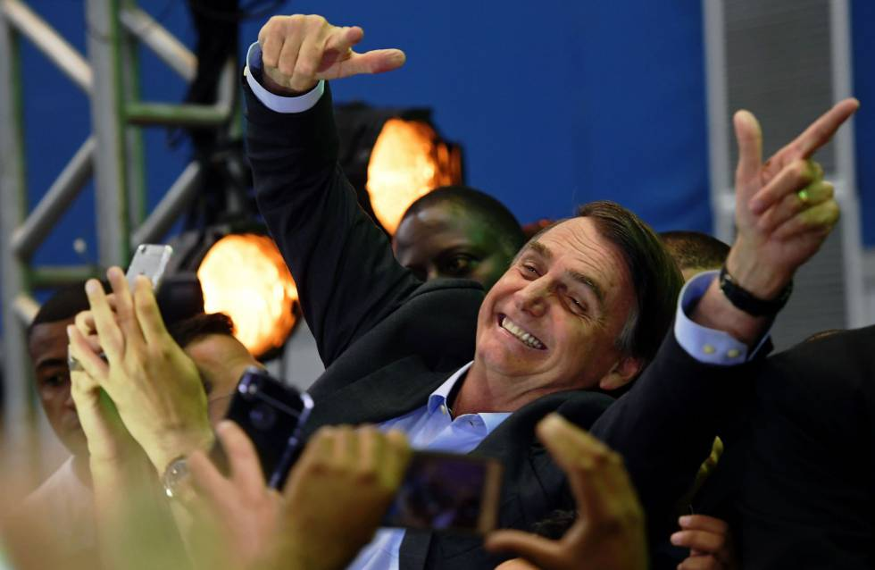 Jair Bolsonaro, este domingo con sus seguidores.