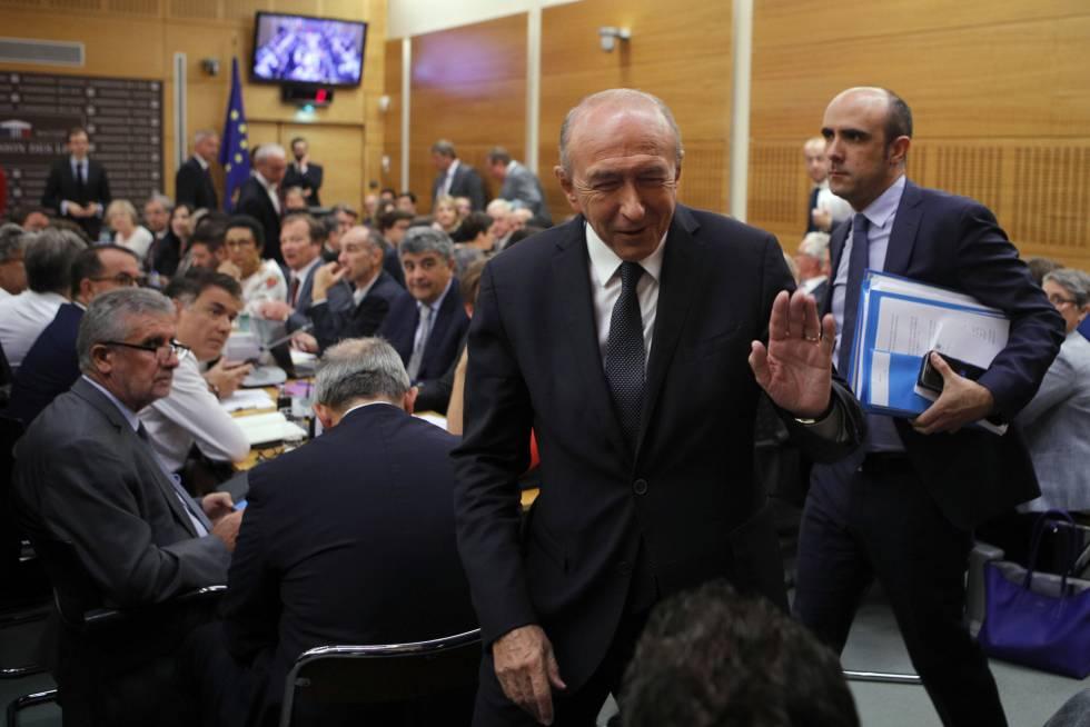 El ministro del interior franc s se ala al el seo por el for Escuchas del ministro del interior
