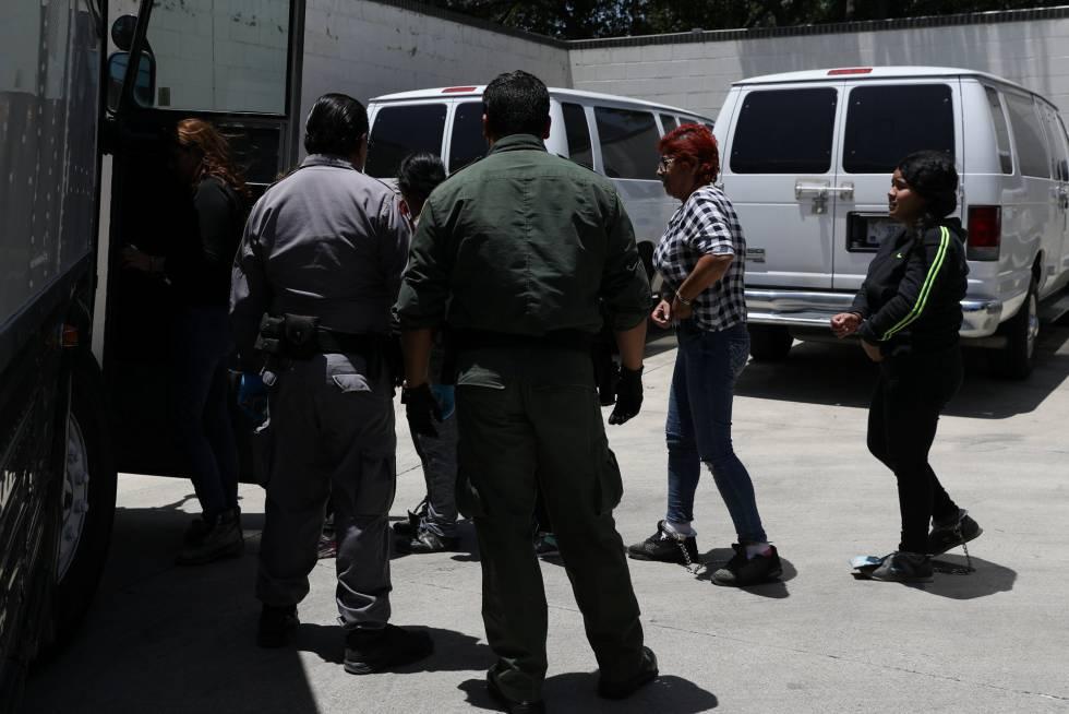 Inmigrantes con orden de deportación, en Texas el 19 de julio.