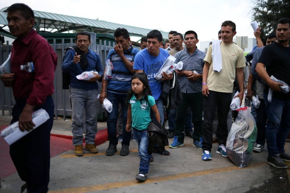Inmigrantes indocumentados liberados este jueves en Texas.