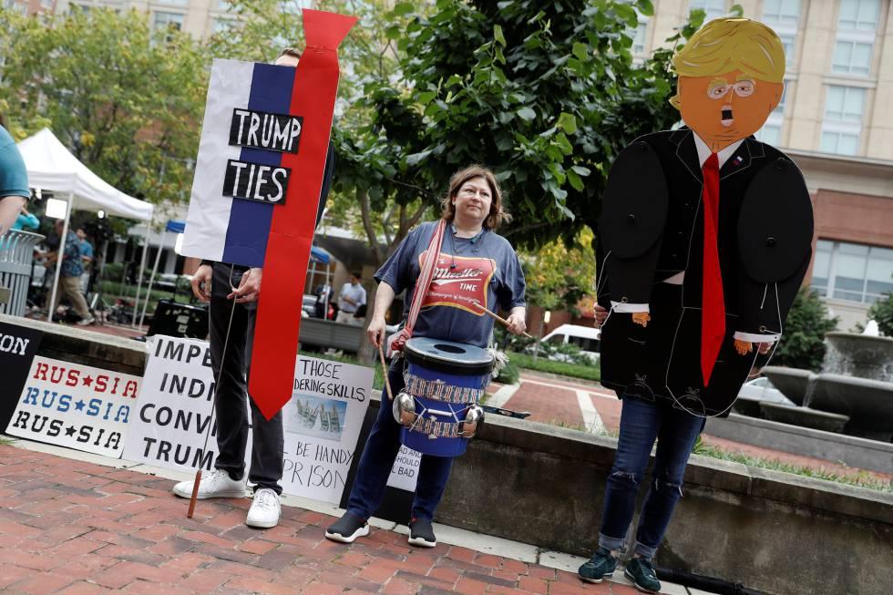 Protestas contra Trump a las puertas del tribunal de Alexandria, este martes
