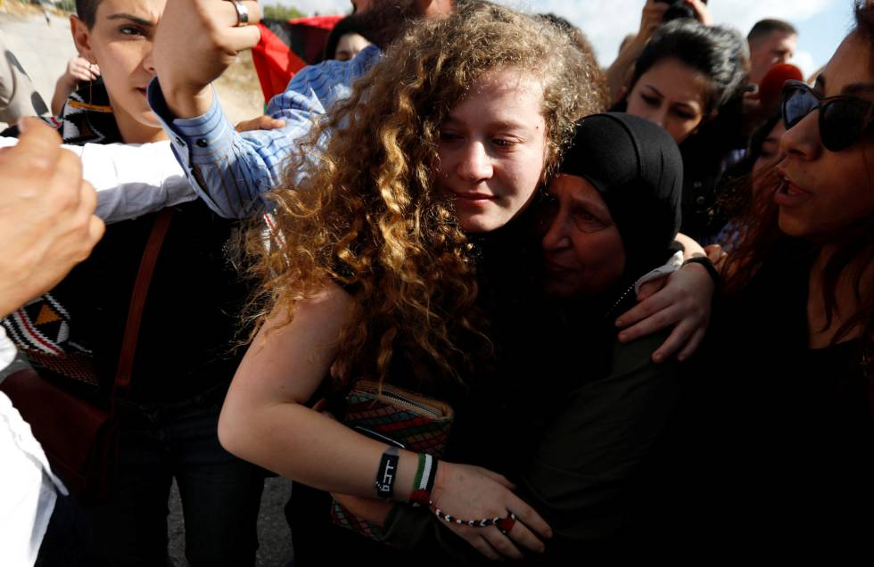 Ahed Tamimi a su llegada a su localidad natal de Nabi Saleh el pasado domingo.