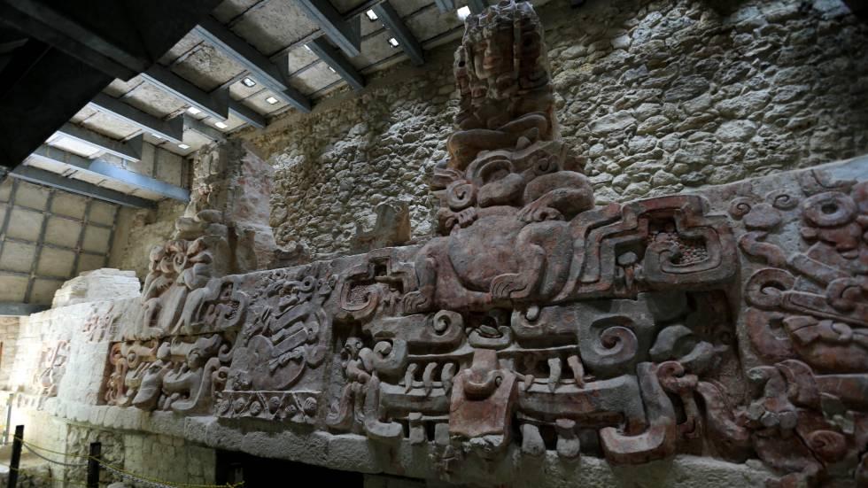 Friso de los cuatro Reyes, Balakmú (Campeche)