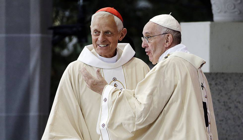 El Papa con el cardenal Wuerl, acusado de encubrir los hechos, en Washington en 2015