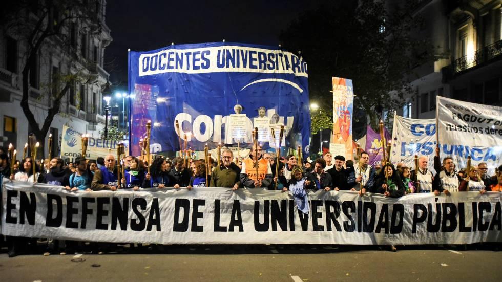 Manifestación de profesores agrupados en Conadu a favor de la universidad pública.