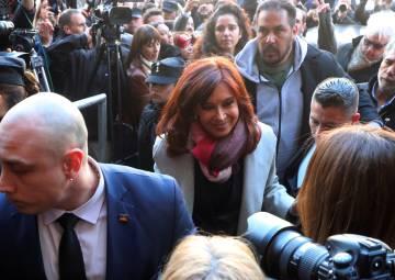 Cristina Fernández llega al Senado, previo a la sesión que tratará su desafuero.