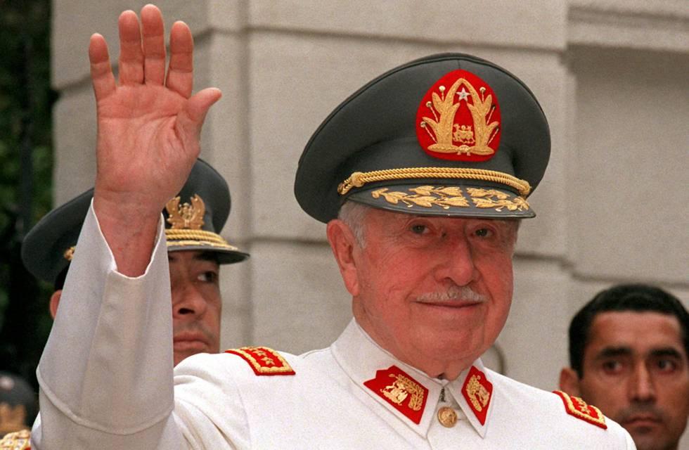 Augusto Pinochet en una imagen de 1997 en Santiago de Chile.