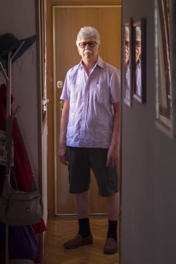 Pedro Ontiveros, jubilado venezolano en su casa de Tres Cantos.