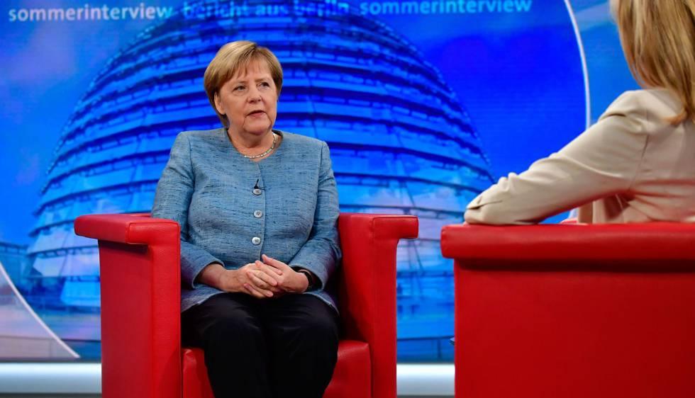 La canciller alemana, Angela Merkel, durante una entrevista el domingo en la cadena pública alemana, ARD.