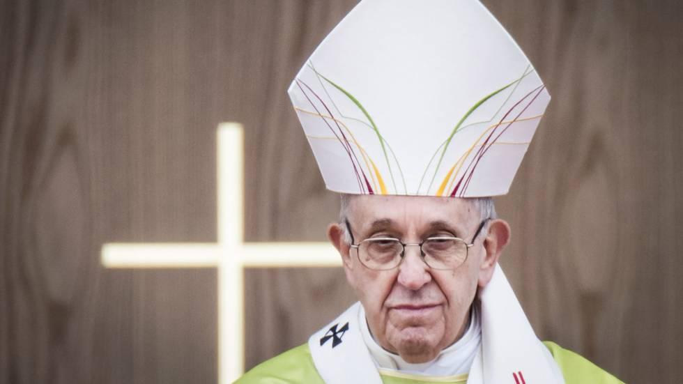 El Papa, durante una misa en Phoenix Park, este domingo en Dublín.