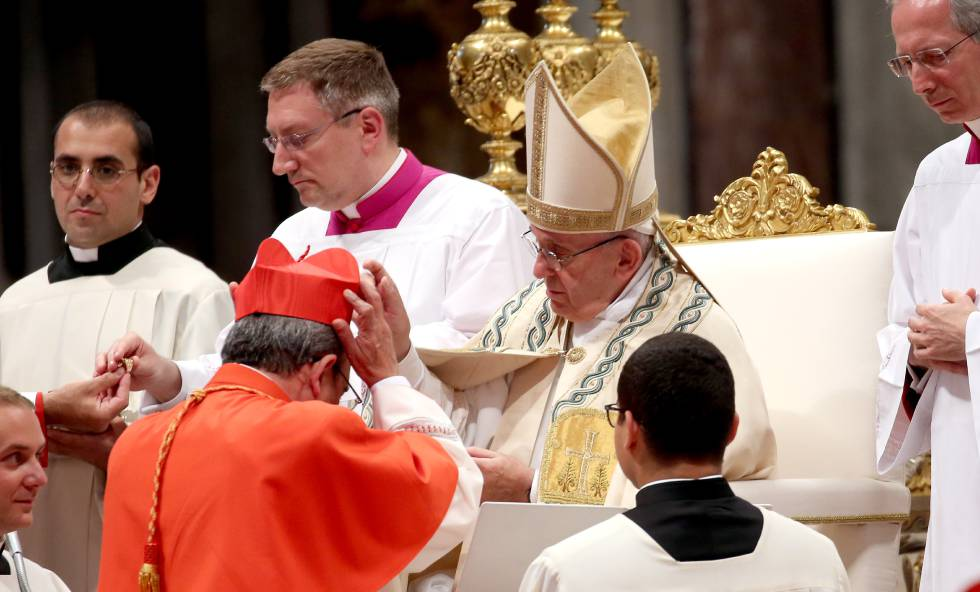 Francisco nombra cardenal a Marto el pasado 28 de junio en el Vaticano.