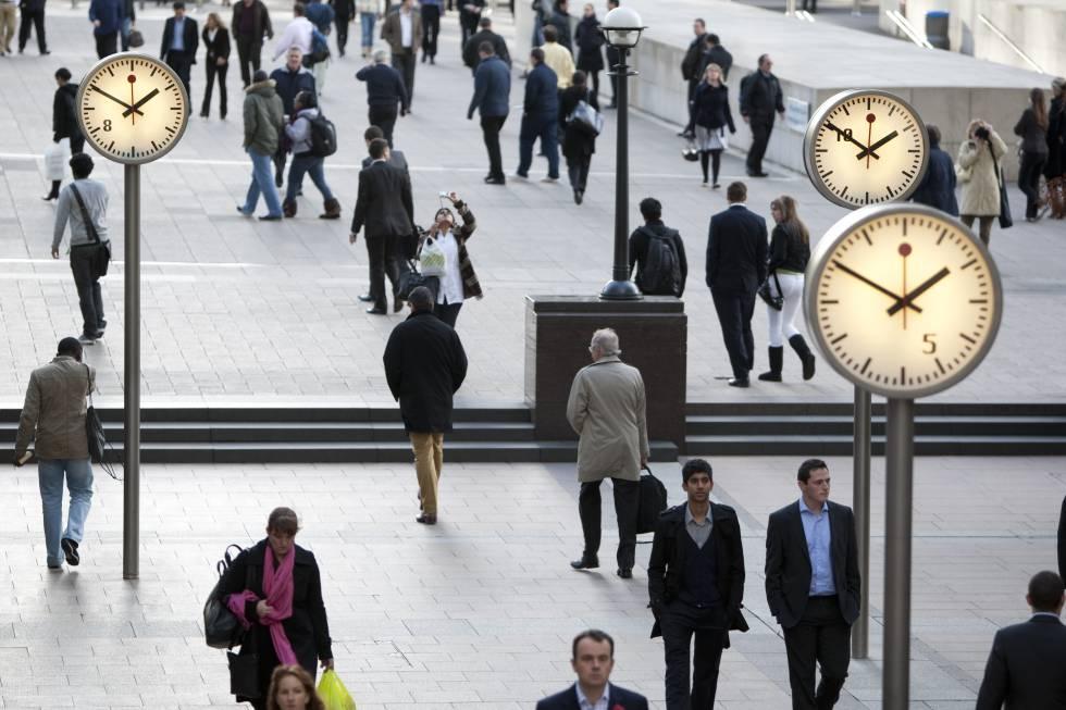Peatones, en la Reuters Plaza de Londres.