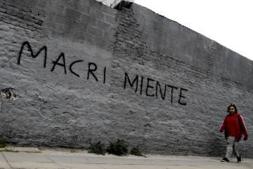 Graffiti contra Macri en una calle de Buenos Aires.