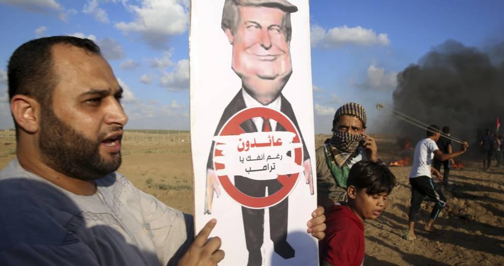 Un palestino muestra un cartel de protesta contra Trump, durante una protesta en Gaza, el pasado 7 de septiembre.