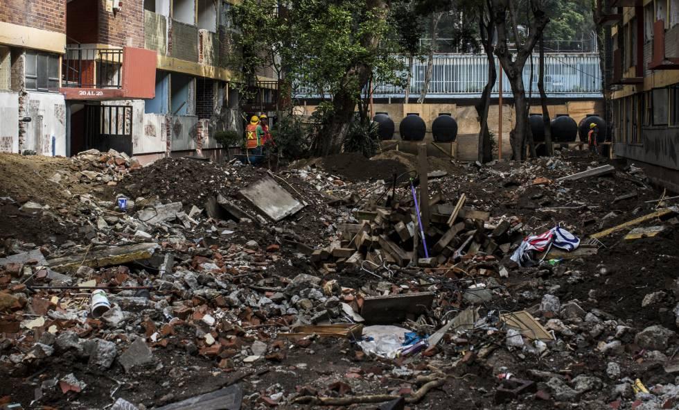 Escombros tras el sismo en la Unidad Tlalpan.