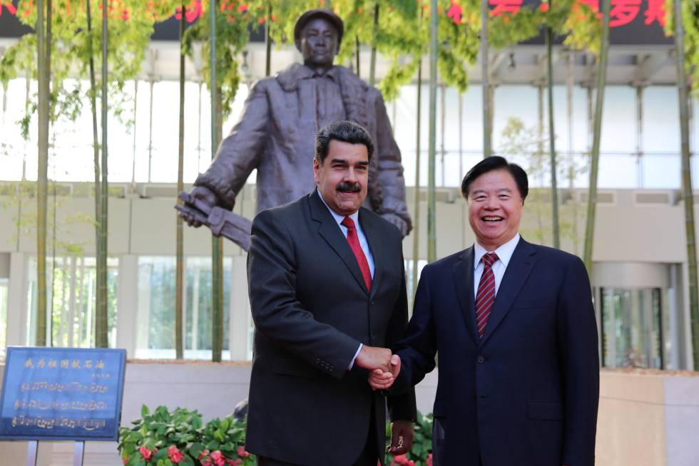 Nicolás Maduro y el presidente de la Corporación Nacional de Petróleo de China, Wang Yilin, la semana pasada en Pekín.