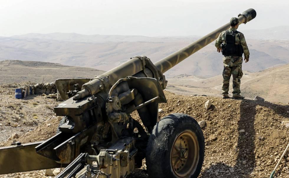 Un miliciano de Hezbolá, en Siria, cerca de la frontera con Líbano, en 2017.