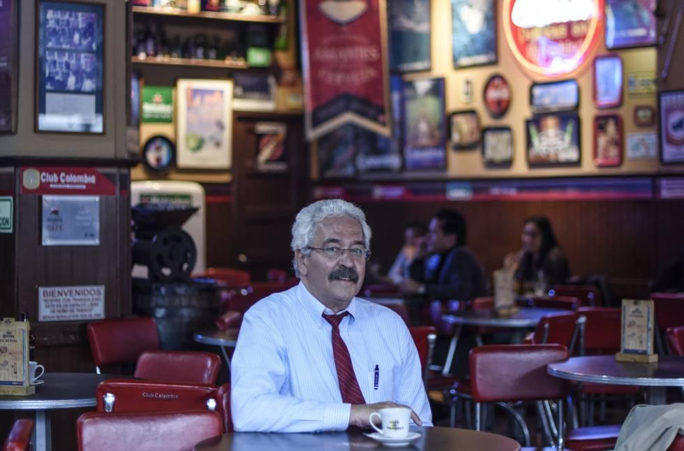 El sociólogo venezolano Tomás Páez, en un café de Bogotá.
