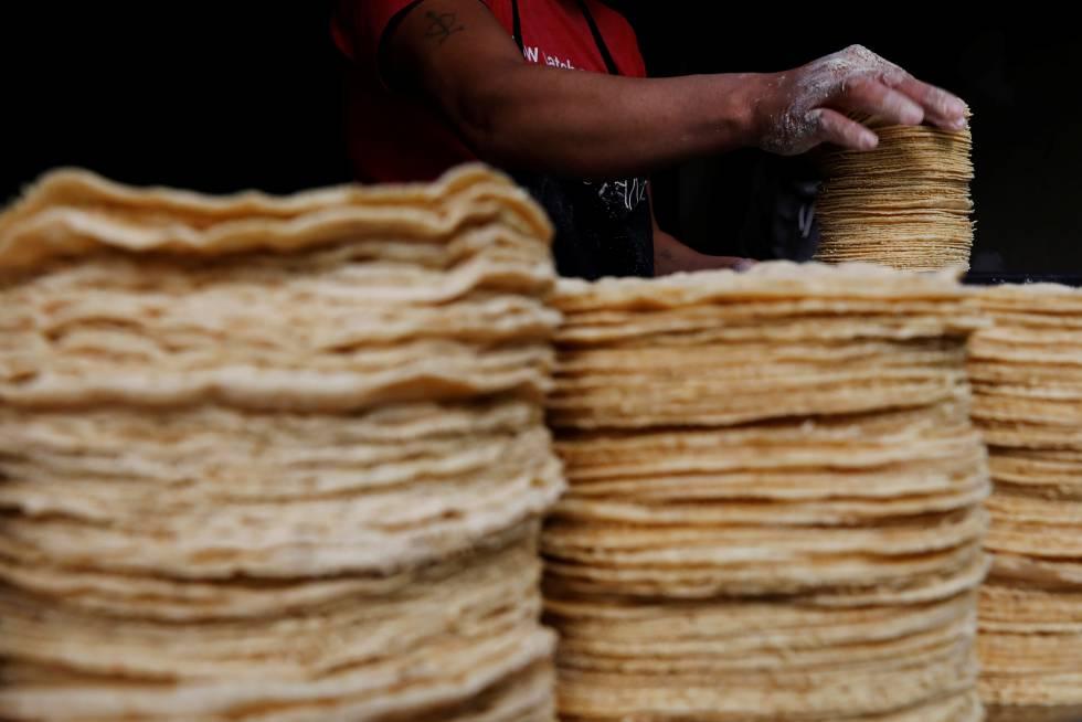 Tortillas de maíz en un punto de venta en la Ciudad de México.